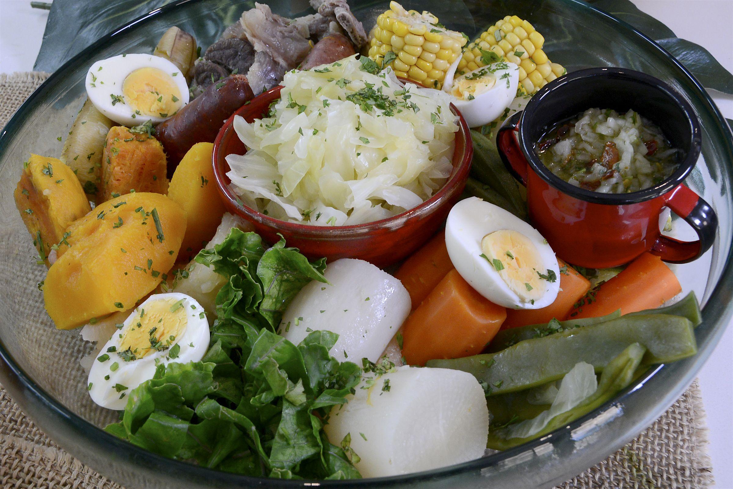 Cocido a la brasileña con pirão (Cocido a la brasileña con carnes saladas, arroz y pirão) http://www.canalcocina.es/receta/cocido-a-la-brasilena-con-pirao-cocido-a-la-brasilena-con-carnes-saladas-arroz-y-pirao