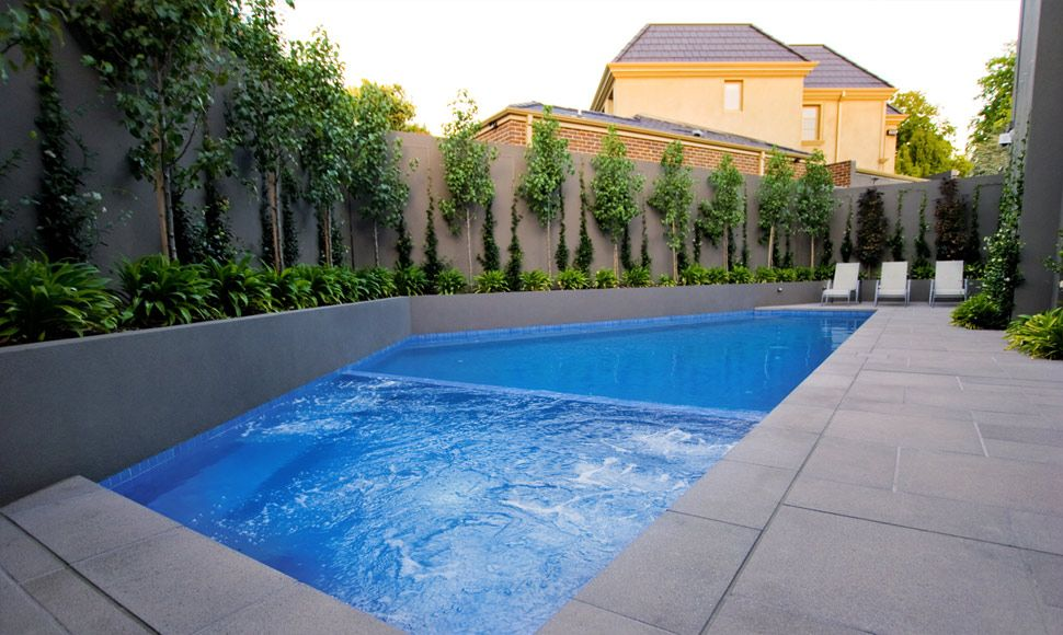 Modern lap pool designs landscaping di piscinas for Modern pool landscaping