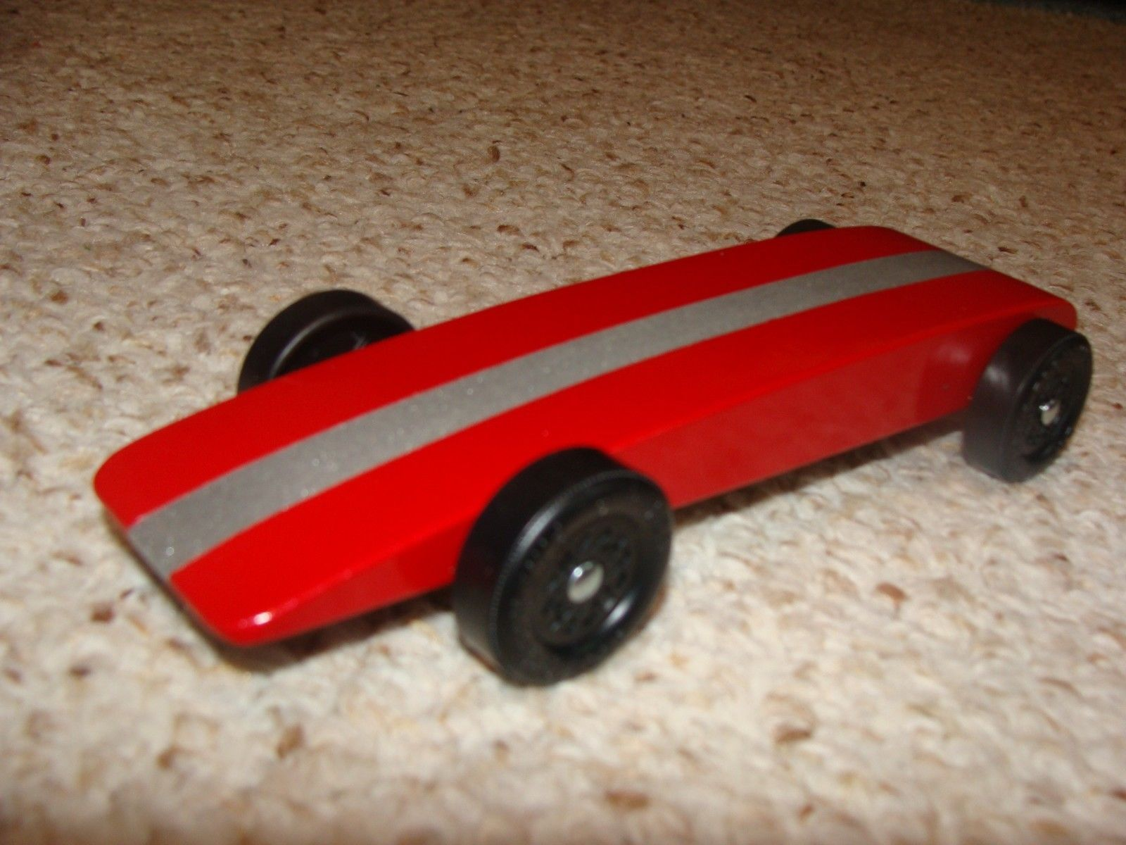 Wooden 2595 Apple Red Silver Metallic Pinewood Derby Car By Derby