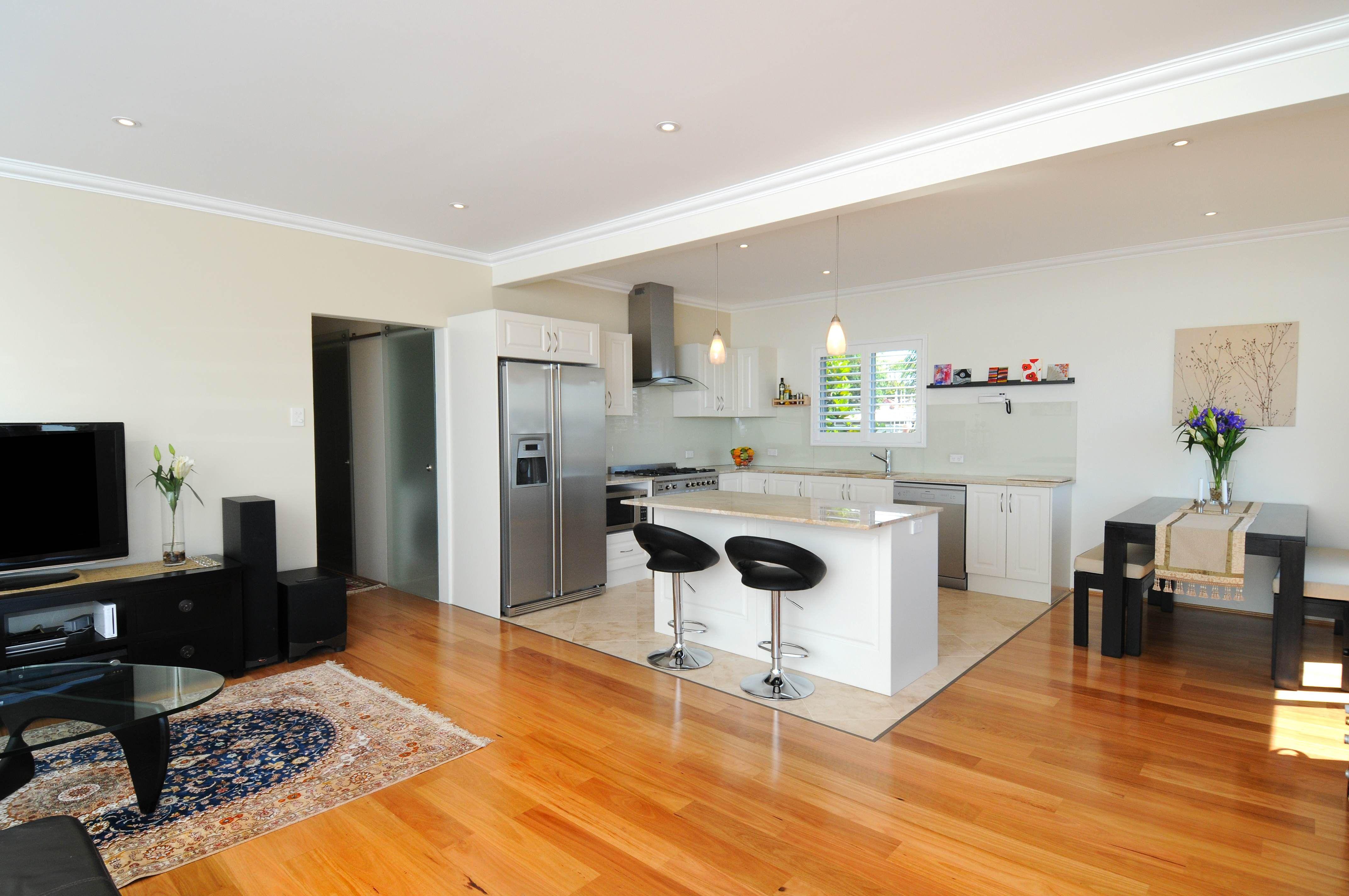 Schlichte, Moderne Kleine Offene Küche Design Badezimmer ...