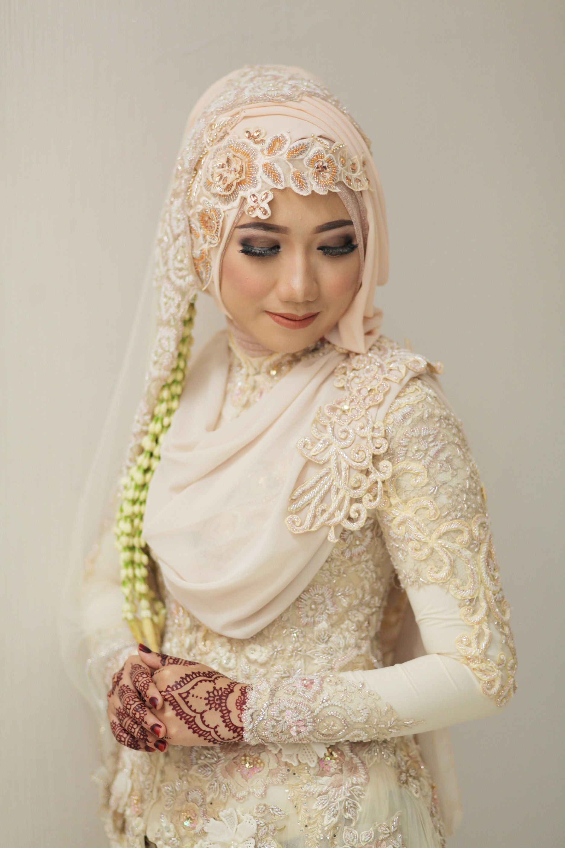Isa & Desi Wedding oleh LAKSMI - Kebaya Muslimah & Islamic ...