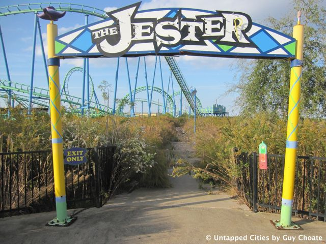 Six Flags New Orleans Entrance To The Jester Rollercoaster Abandoned Theme Parks Abandoned Amusement Parks Six Flags New Orleans