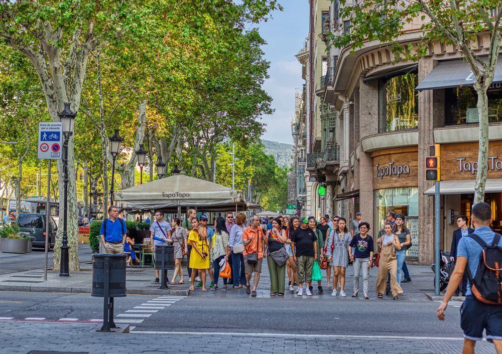 Passeig De Gràcia Barcelona Paseo De Gracia By Alex Kubik In 2020 Paseo Barcelona Cityscape