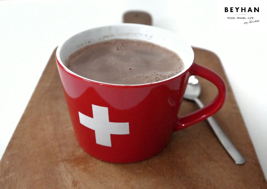 Schweizer Schoggi plus 10 Dinge, die in der Schweiz anders sind und das Rezept für ein saftigen Kürbis-Zimt-Kuchen...