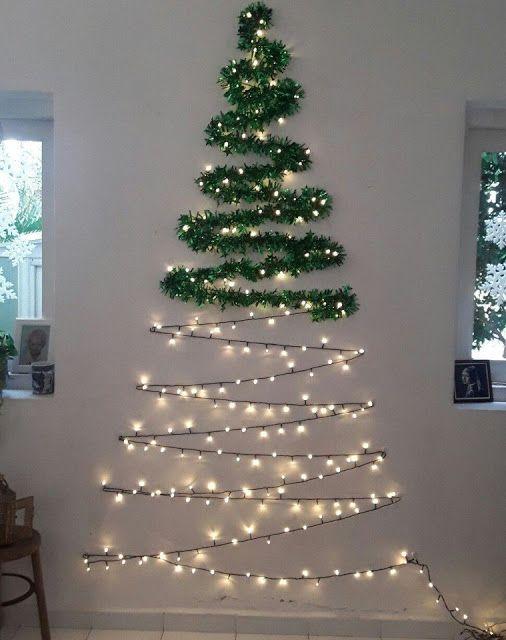 Instalando Tu Arbol De Navidad Cuando Hay Poco Espacio En El Depar Wall Christmas Tree Easy Christmas Decorations Flat Christmas Tree