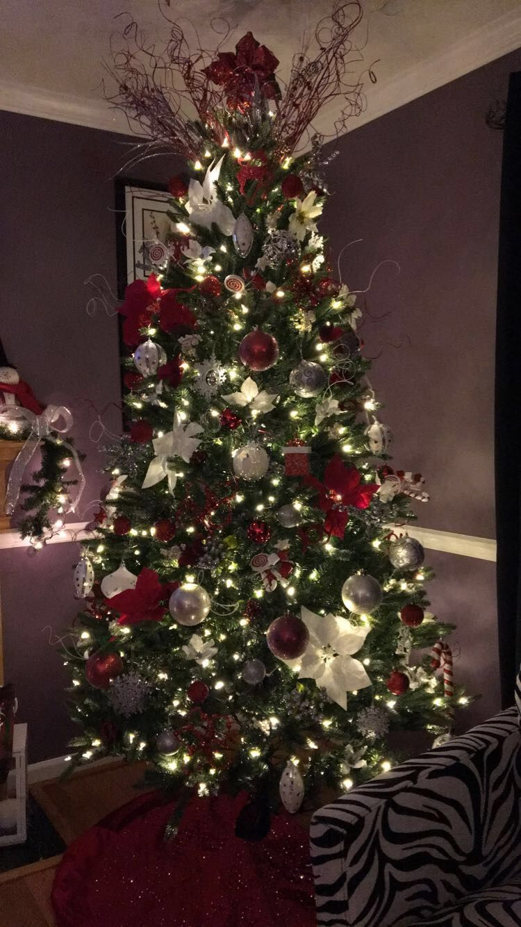 Red White And Silver Christmas Tree Christmas Tree Red And Silver Silver Christmas Decorations Christmas Tree Decorations