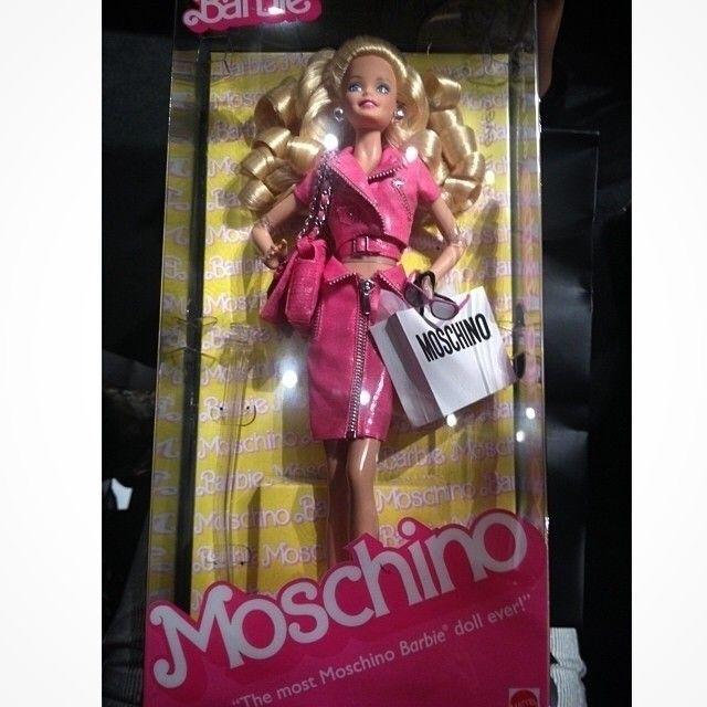 #marieclairebr Olha só a lembrancinha que a @Moschino deu para os convidados de seu desfile em Milão: