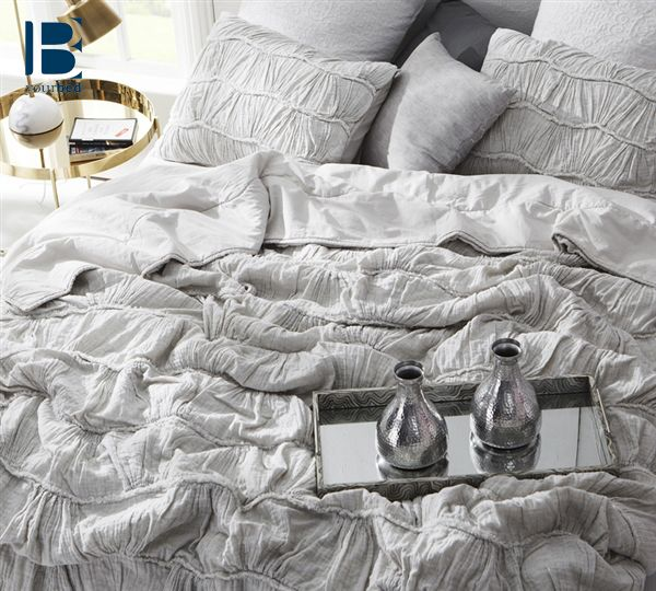 Light Gray Bedding Is The New Trending Style When It Comes To Bedroom Decor The Byb Motley Texture Comfo Bed Linens Luxury Light Grey Bedding Bed Comforters