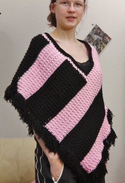 Poncho mit Fransen, Streifen und Knubbel-Muster häkeln | Knitting ...