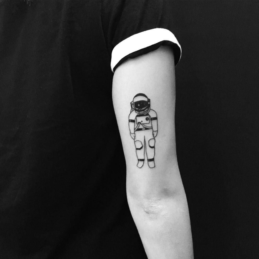 custom piece for sunny tattoo spaceman astronaut blackwork illustration na pele. Black Bedroom Furniture Sets. Home Design Ideas