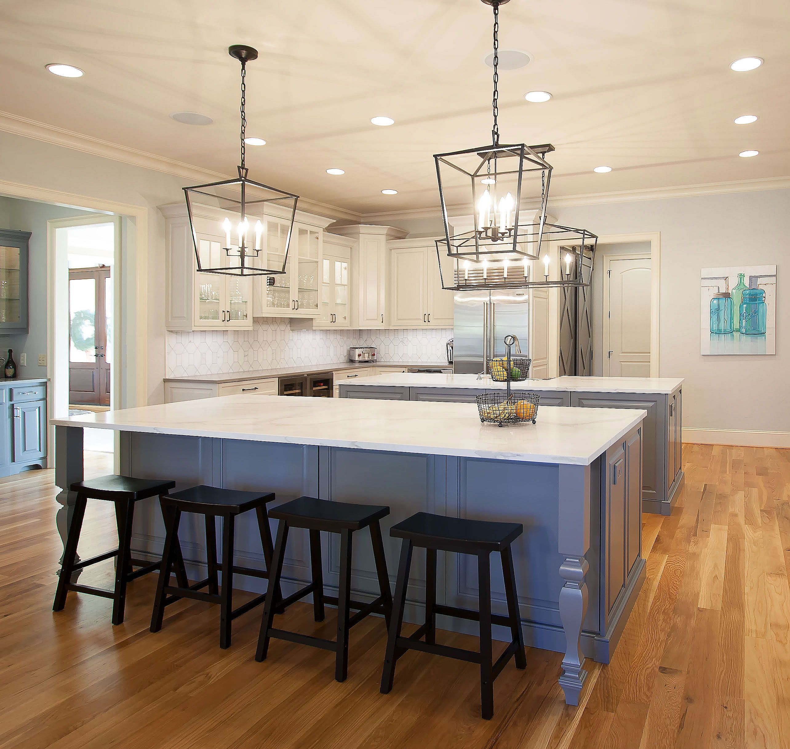 Best Kitchen Layout For Entertaining: A Very Large Kitchen With Two Islands For Plenty Of Work