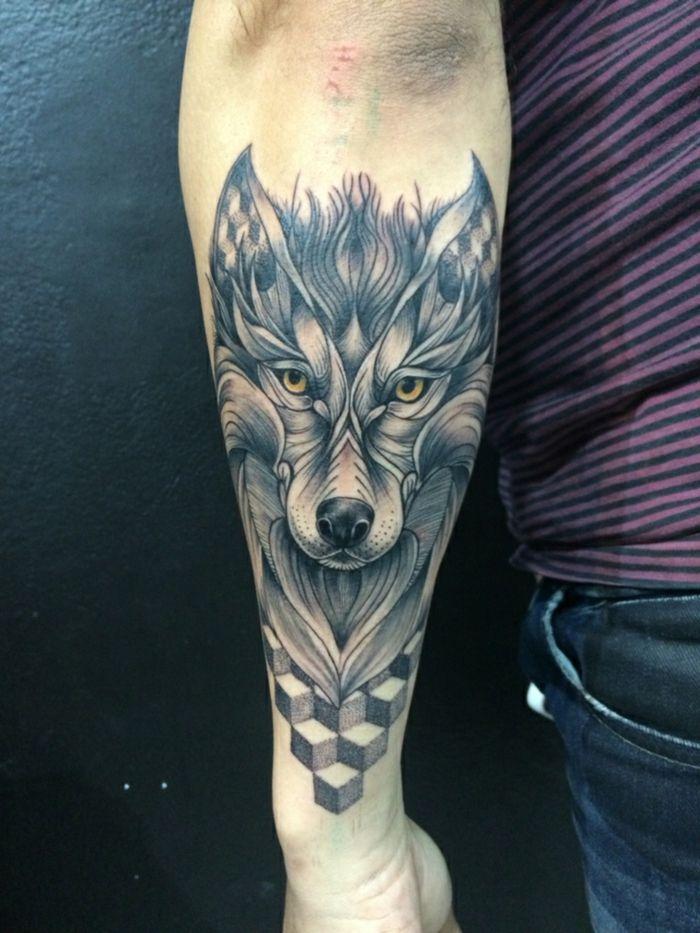 tatuaje hombre, tatuaje surrealista en el antebrazo hombre, cabeza