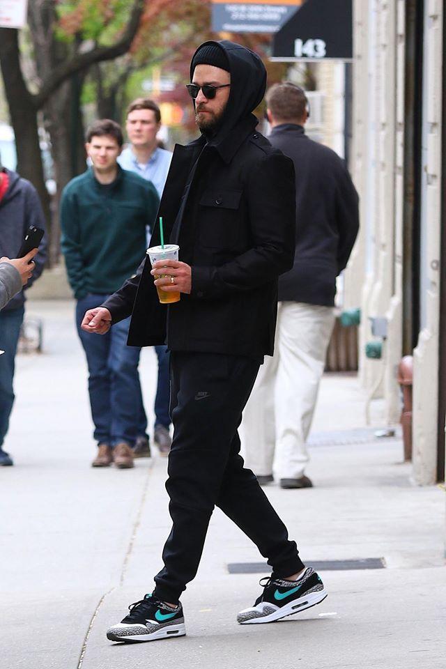 big sale 958ac d0679 Justin Timberlake wearing Nike sneakers as he grabs a ...