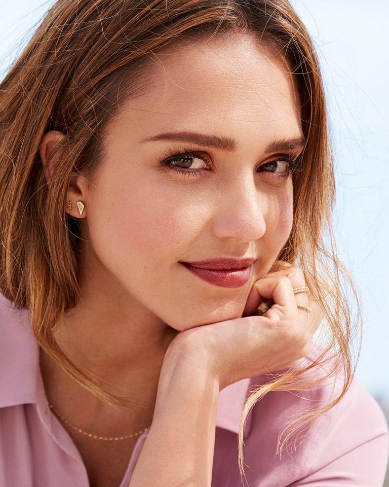 Plus Belle Femme Du Monde Sans Maquillage Epingle Sur Jessica Alba