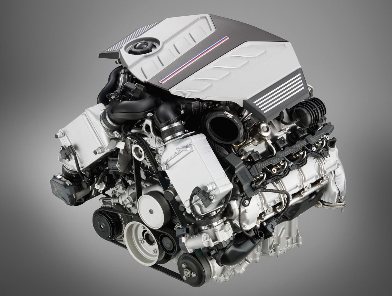 hight resolution of bmw x6m engine