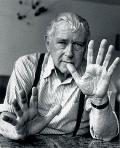 Marcel Breuer (Pécs, 22 maggio 1902 – New York, 1º luglio 1981) è stato un architetto e designer ungherese È stato un importante esponente del Bauhaus e del movimento moderno.