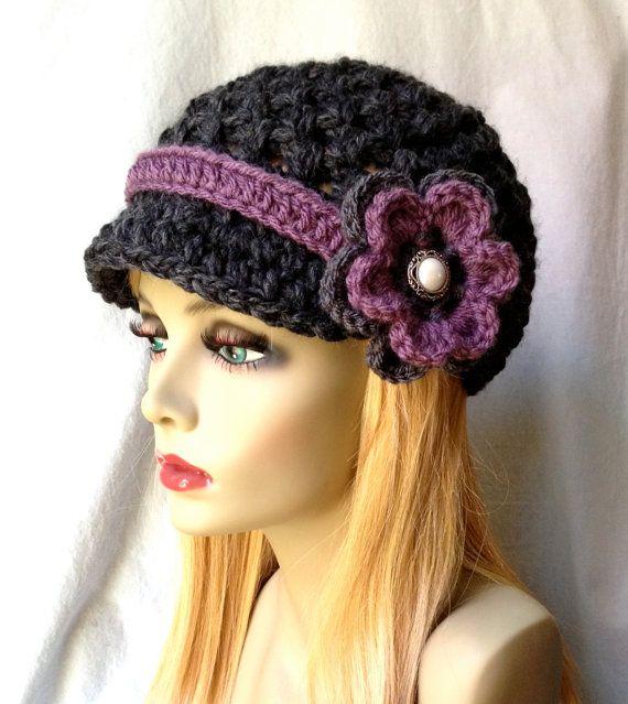 Crochet el sombrero de mujer, vendedor de periódicos, oscuro carbón ...
