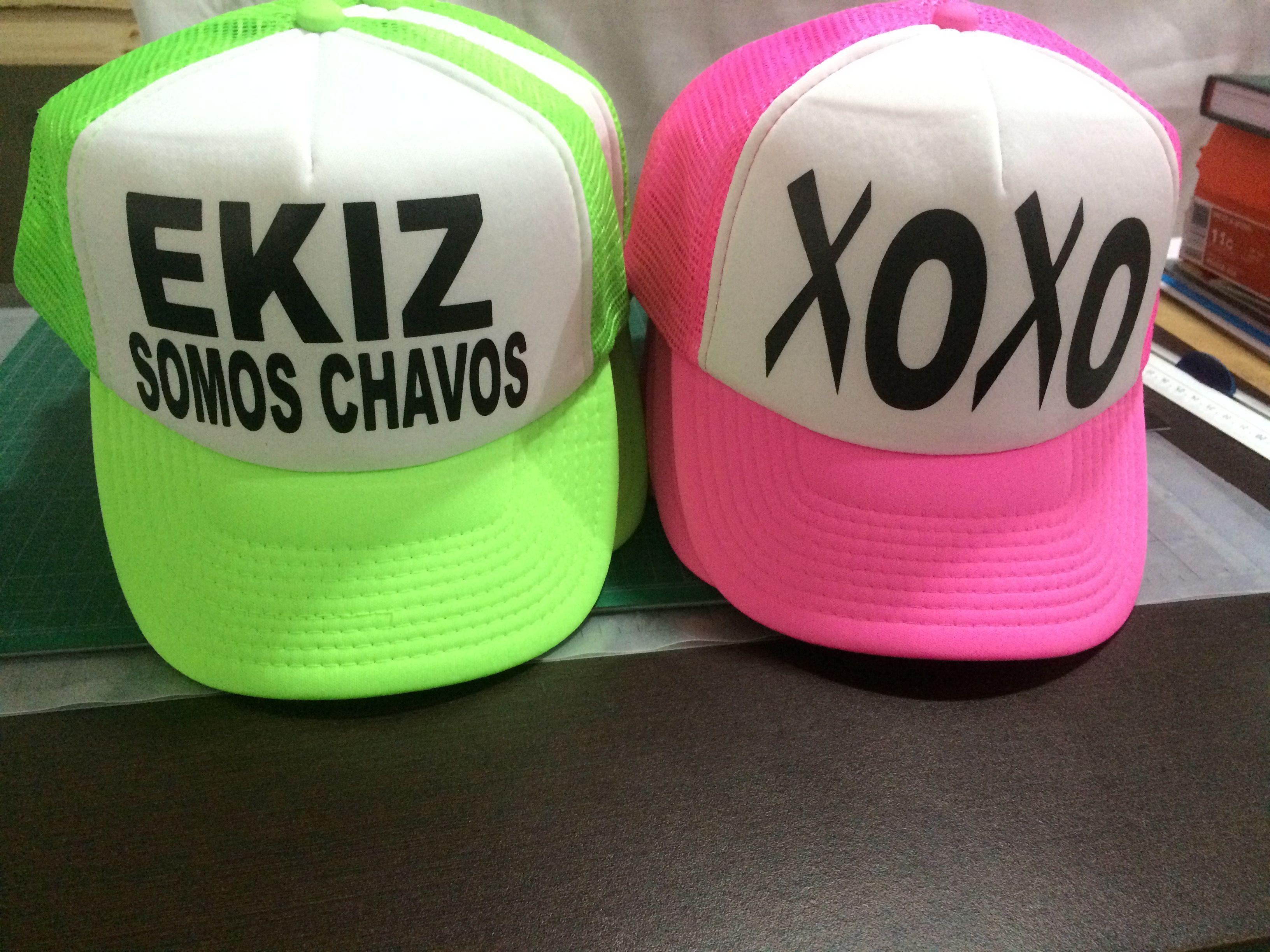 d8511a802fe1c Gorras personalizadas en color neón by Eatbrains! Campeche ...