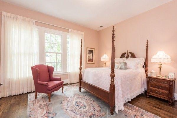 Schlafzimmer Sessel ~ Wandfarbe apricot gemütliches schlafzimmer himmelsbett roter