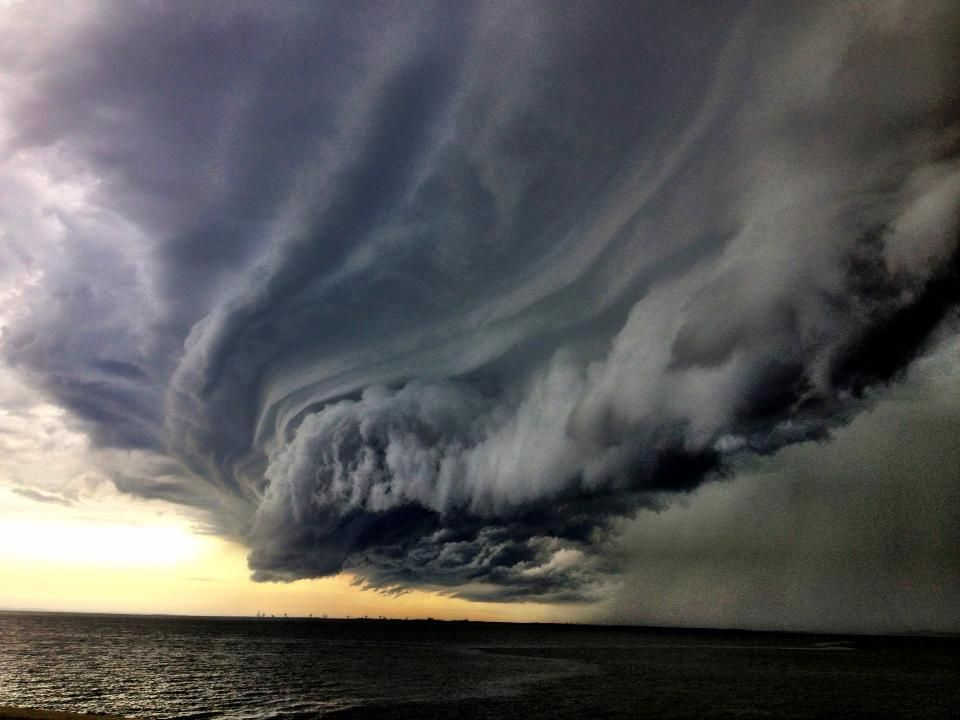 wall clouds approaching brisbane australia storm on wall cloud id=16505