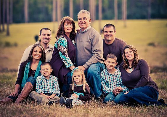 big family portrait- bride and groom in middle #extendedfamilyphotography