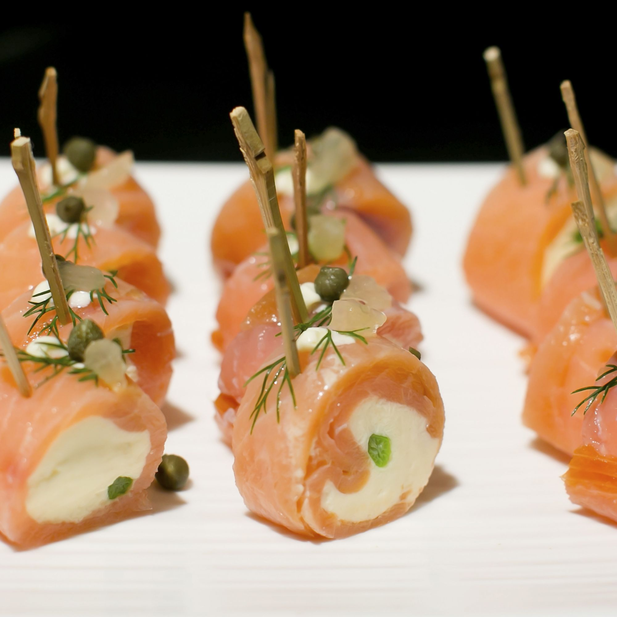 tapas y aperitivos con salmon ahumado