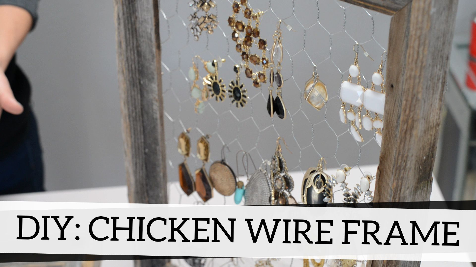 How to add chicken wire to a frame {easy DIY video!} #crafts ...