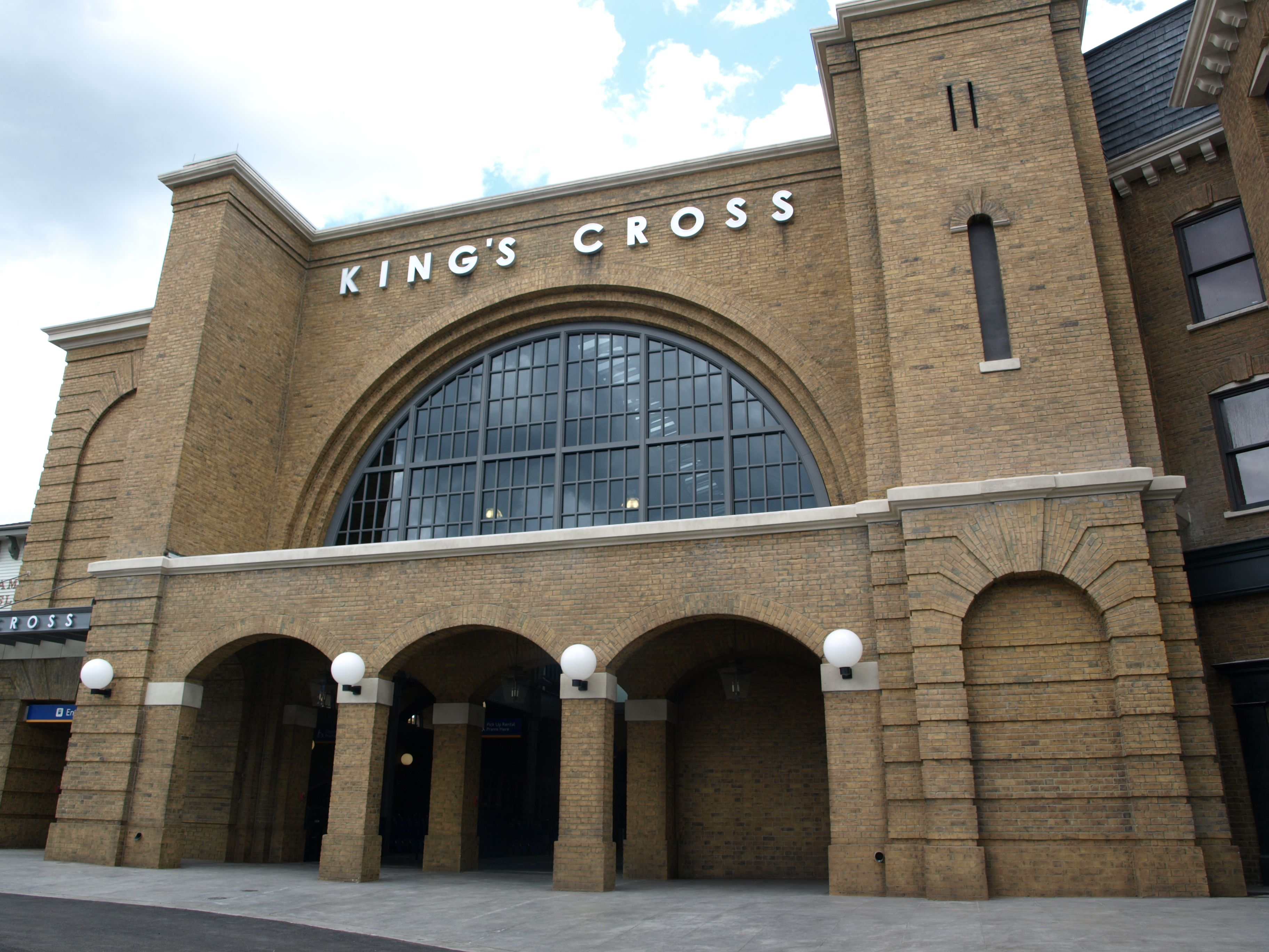 Kings Cross Station Home Of Platform 9 3 4 And The Hogwarts Express Universal Orlando Wizarding World Of Harry Potter Kings Cross Station