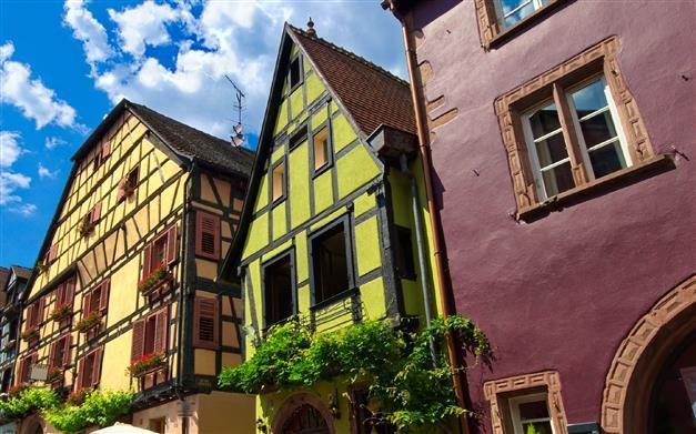 Coup d\u0027éclat au Nord Est #peinture #façade #vert #jaune #rose - peinture de facade maison