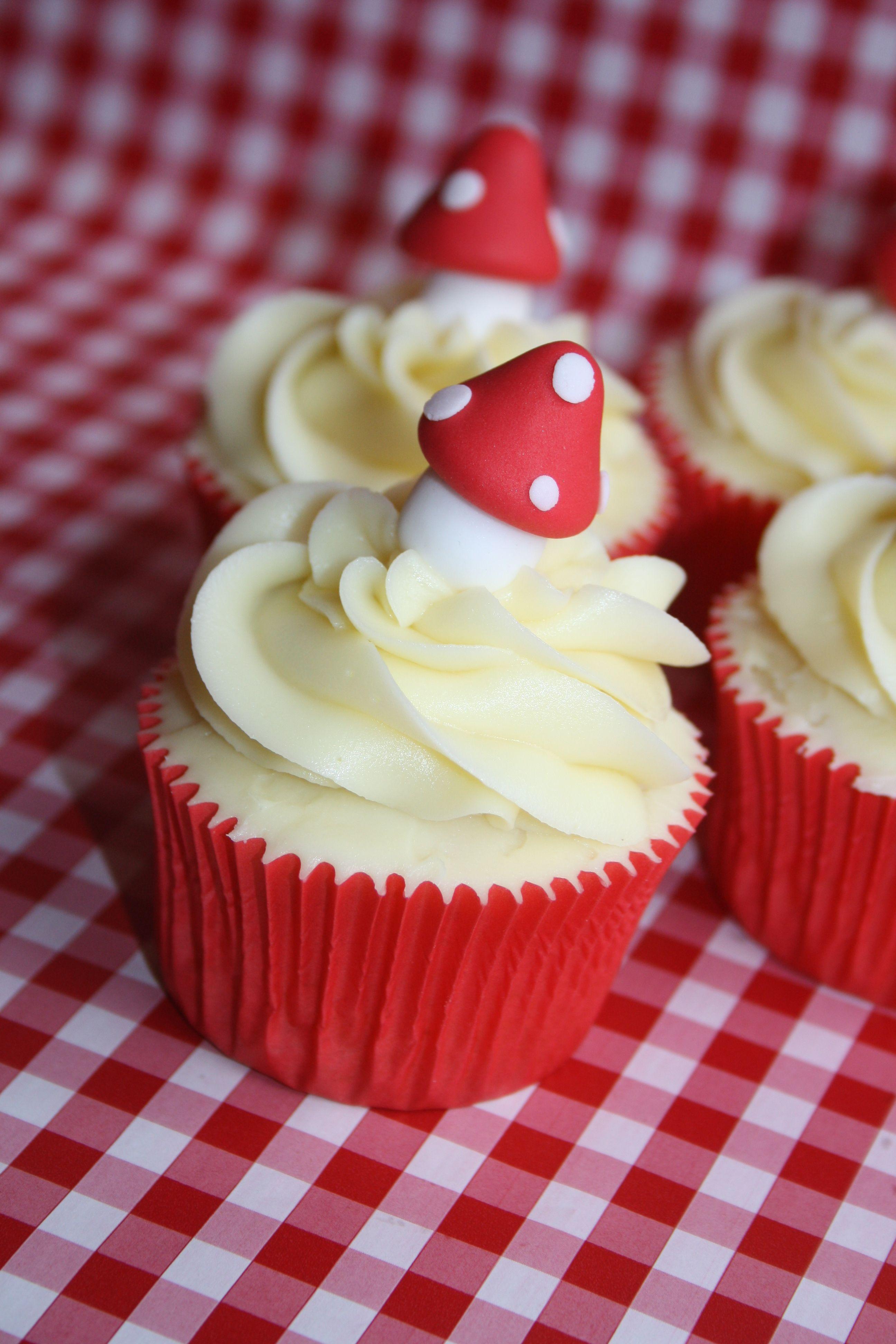 Red Cupcakes Red Cupcakes Cupcake Cakes Sweet Cupcakes