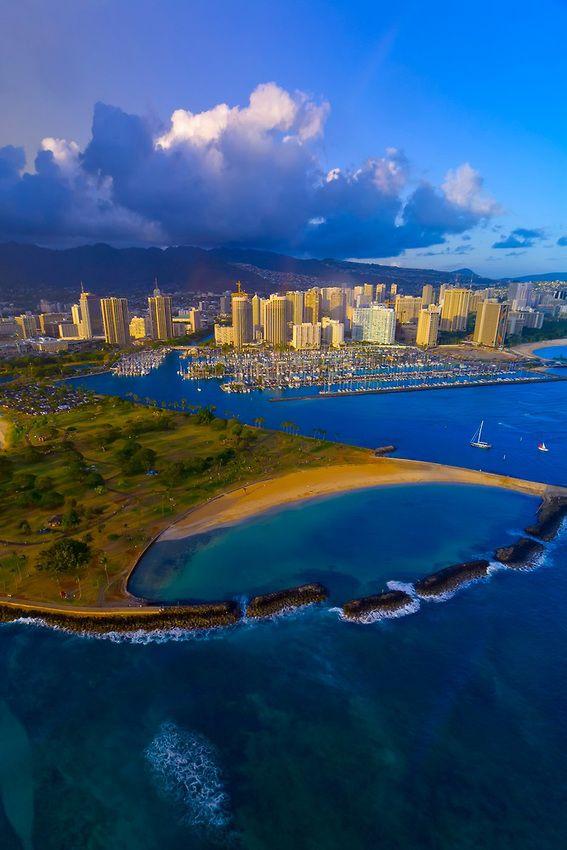 Ala Moana Regional Park (Magic Island) with Ala Wai Yacht Harbor and Waikiki in back, Honolulu, Oahu, Hawaii, USA
