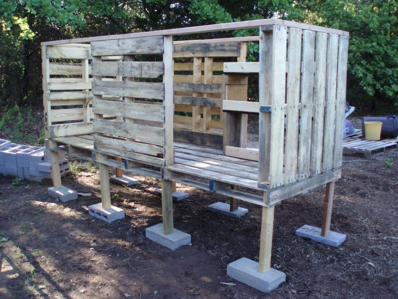 Wood pallet chicken coop will it withstand predators for How to build a chicken coop from wooden pallets