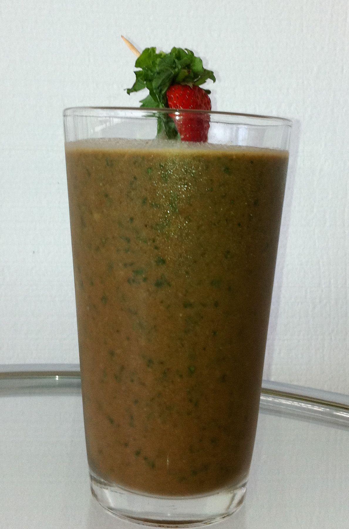 Tracy Anderson wellness shake with almond milk, kale, stevia, banana ...