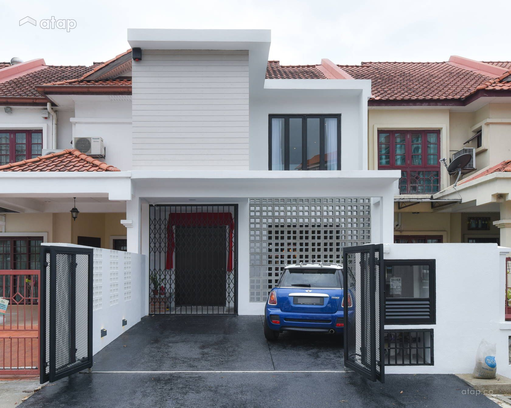 Minimalistic Exterior Terrace Project Photo By Yong Studio In Mutiara Damansara Selangor House Redesign Terrace Design Terrace House Exterior