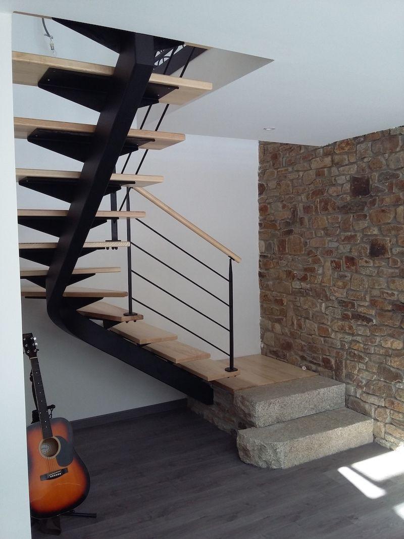 escalier milieu de piece fashion designs. Black Bedroom Furniture Sets. Home Design Ideas