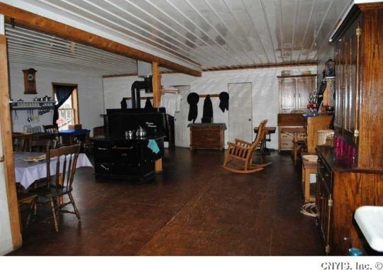 Look Inside A Swartzentruber Amish Home 12 Photos