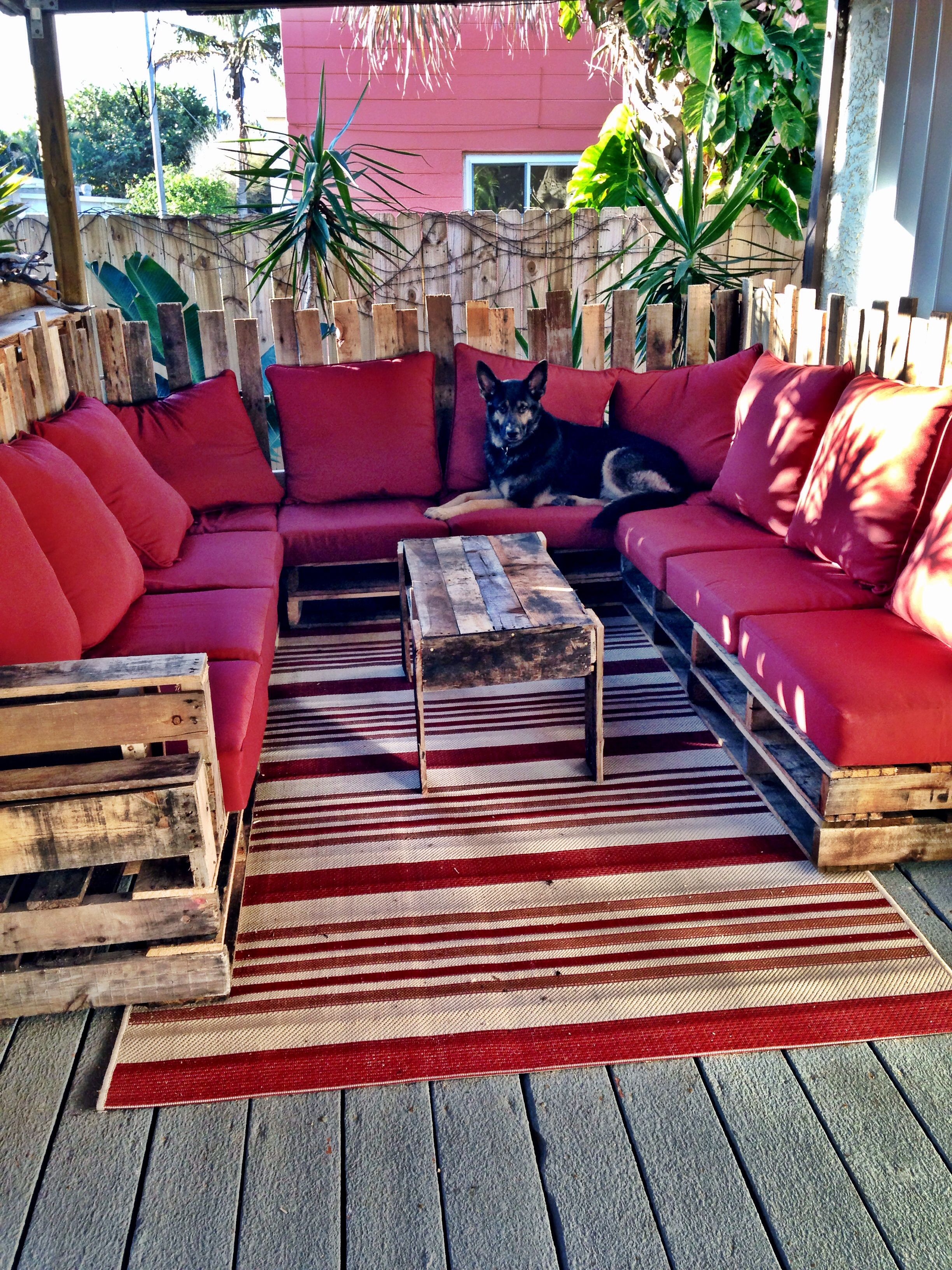pallet couch that my husband made pallets garten lounge paletten lounge und au enm bel. Black Bedroom Furniture Sets. Home Design Ideas