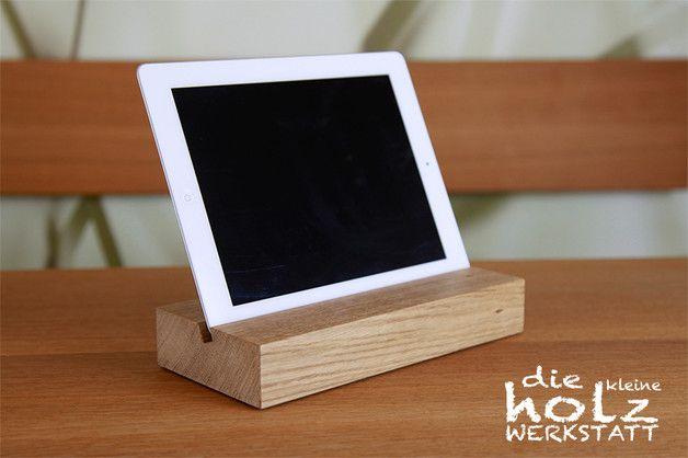 tablet zubeh r ipad tablet halter aus holz edel mit kabelf hrung ein designerst ck von die. Black Bedroom Furniture Sets. Home Design Ideas