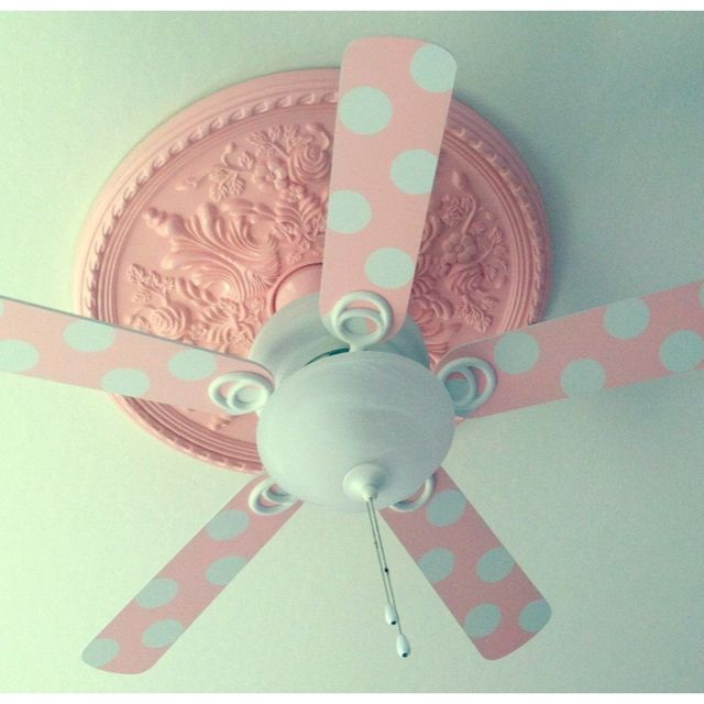 Diy ceiling fan blades medallion obviously not in pink and polka dots though decoracion de - Ventiladores techo infantiles ...