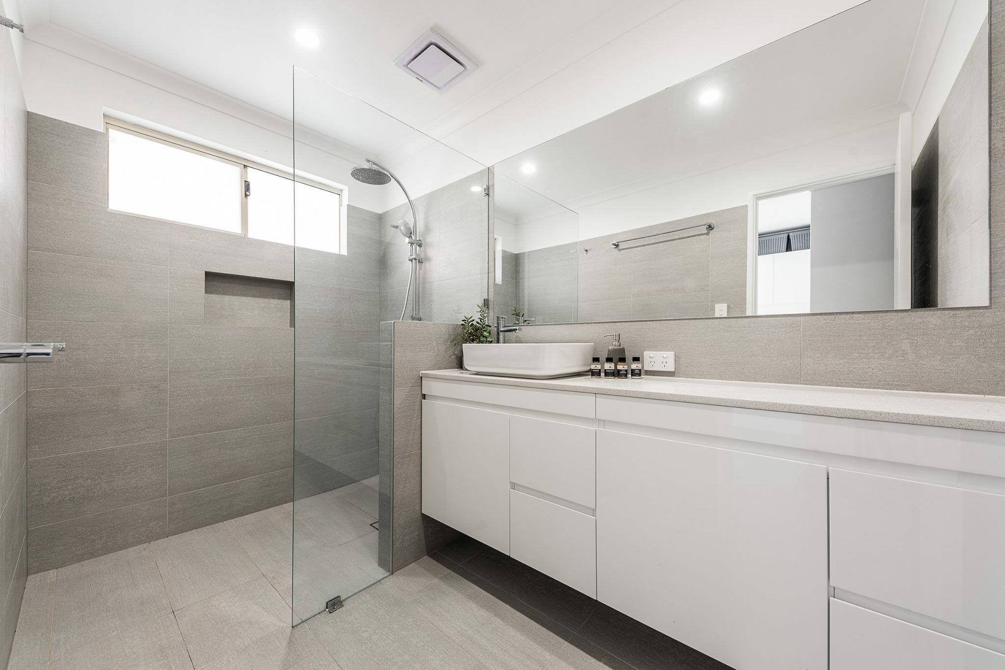 Awe Inspiring Nib Wall With Custom Made Shower Screen Shower Screens Interior Design Ideas Pimpapslepicentreinfo