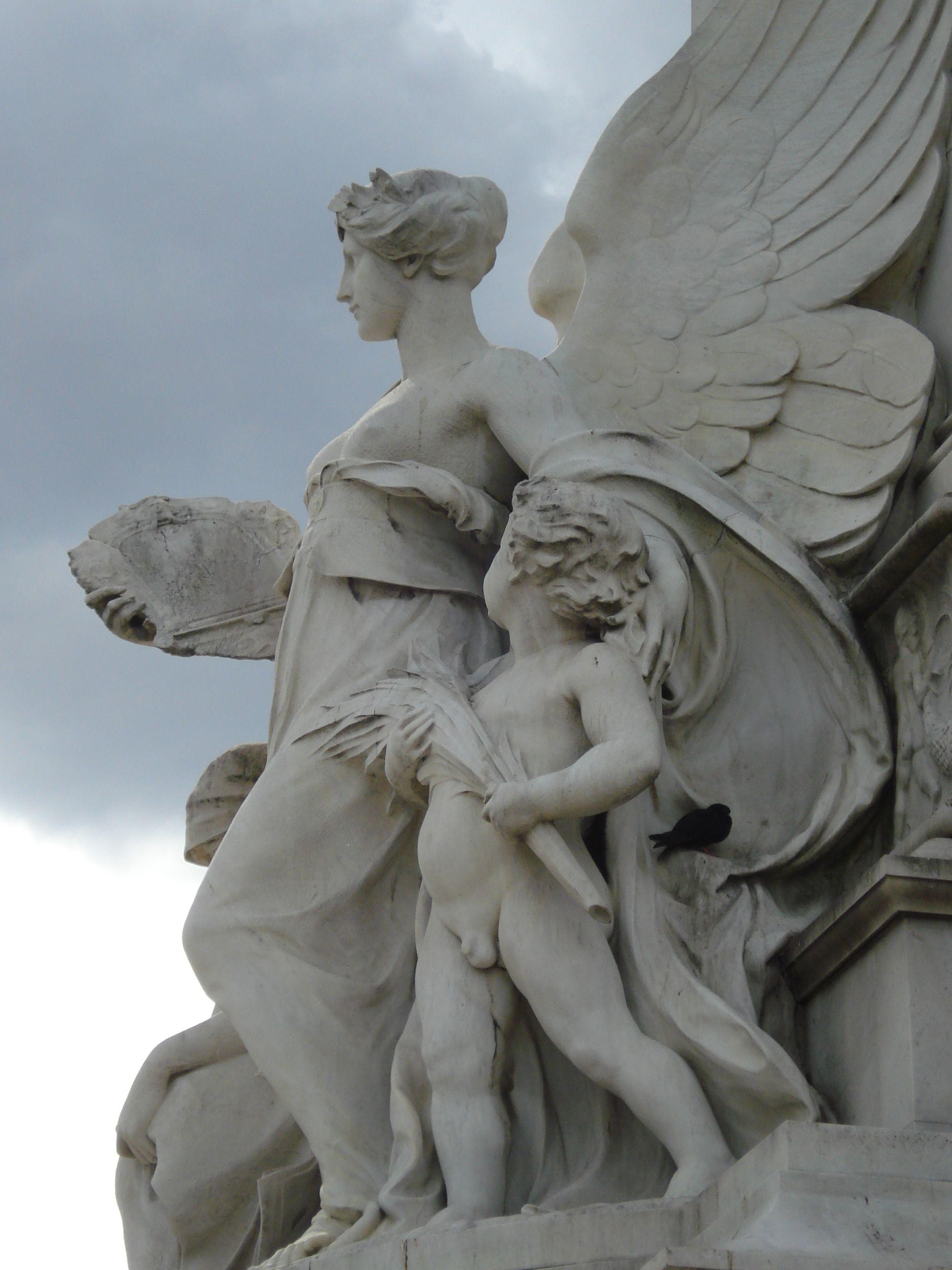 Victoria Memorial, London.