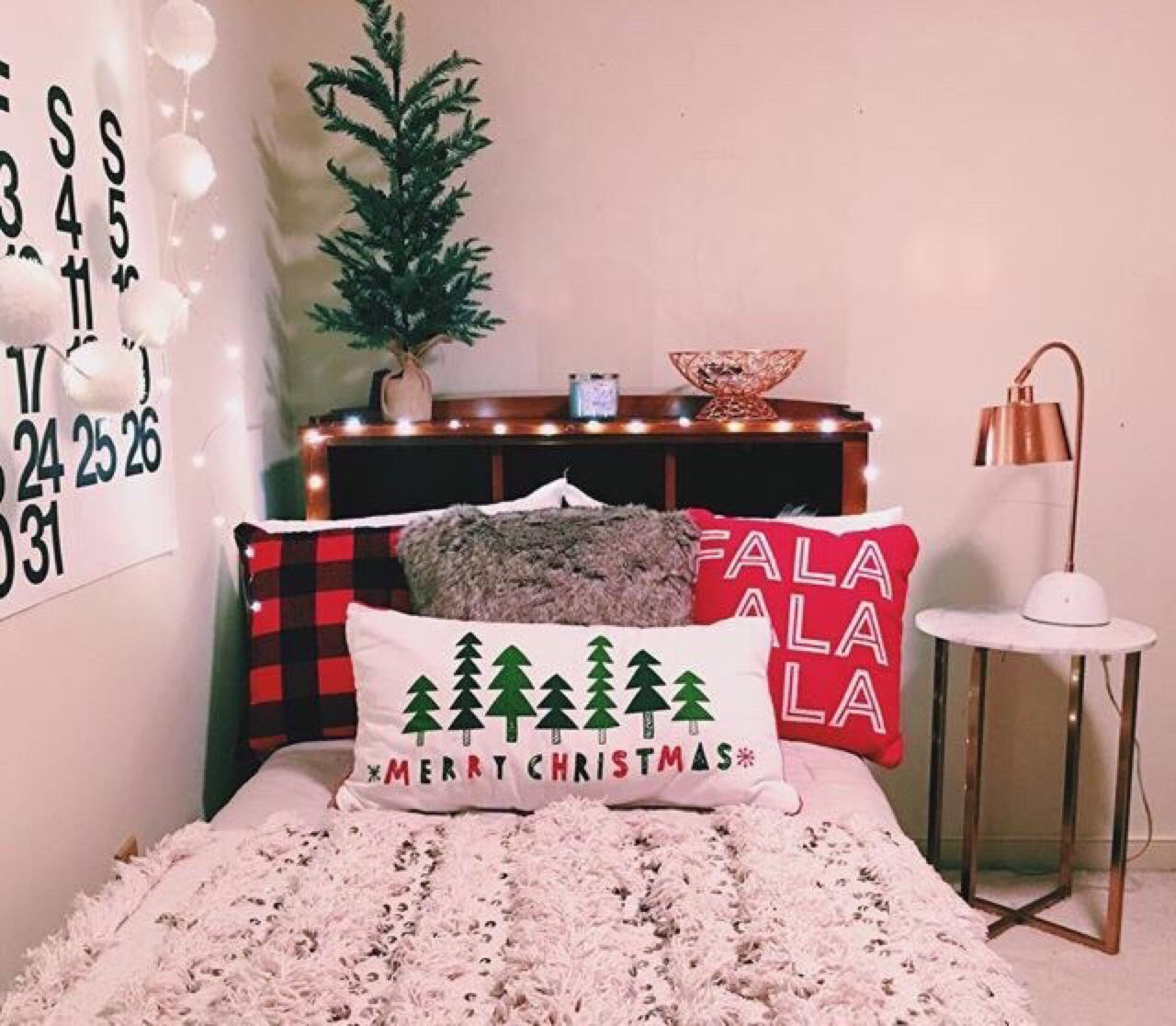 Holiday Bedroom Decorating Ideas Part - 40: Decorating Your Dorm Room For The Holidays