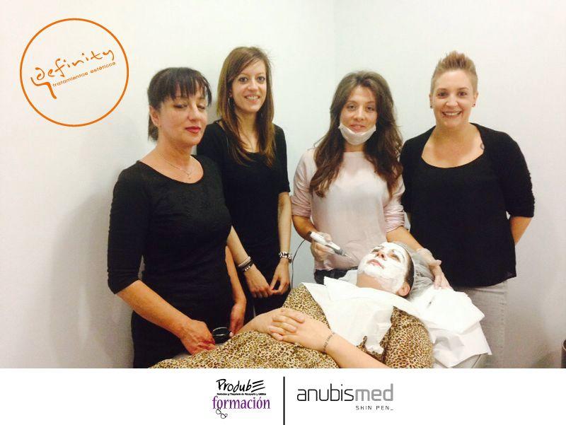 Las chicas de #Definity ya estuvieron formándose y probando el nuevo #anubismed con nuestra técnico, Susana Vizcaíno.  Y sí, es lo que parece: #Definity ofrecerá el servicio de AnubisMed!