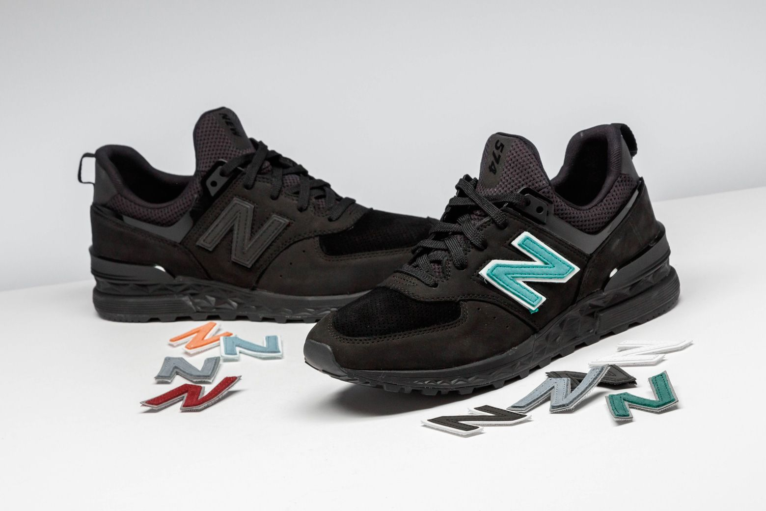 53396532011a Ronnie Fieg and Dover Street Market collaborated on this New Balance 574  with interchangeable velcro N patches.