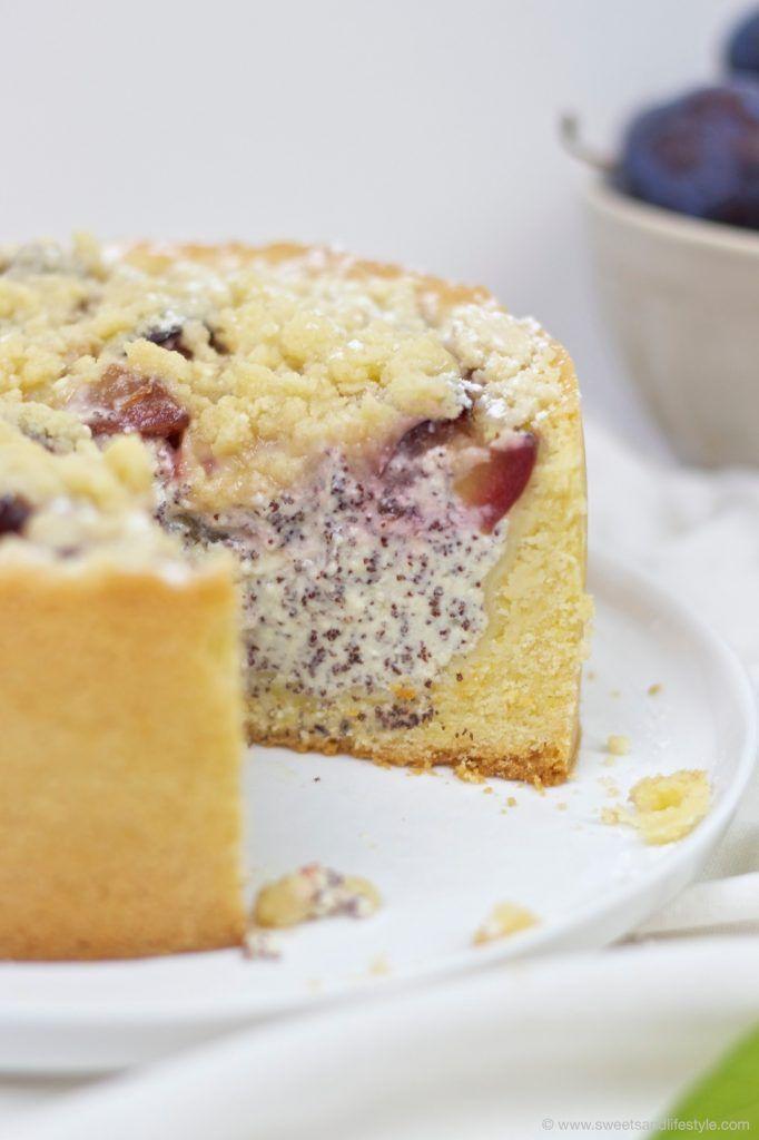 Koestliche Zwetschgen Mohn Torte mit Mürbteig und Streuseln nach einem Rezept von Sweets and Lifestyle