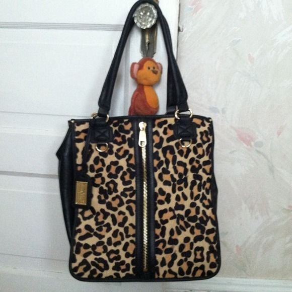 Authentic vintage Badgley Mischka leopard bag Love the leopard on this bag  but I don t use it enough. There is 2 small hole on the inside of the bag  in the ... 8a51b9c87104e