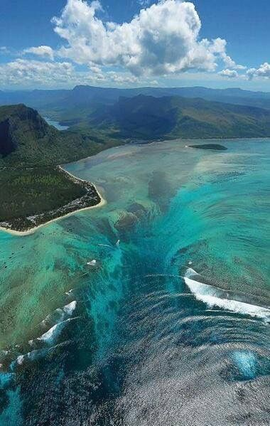 Stunning Illusion of an Underwater Waterfall in Mauritius