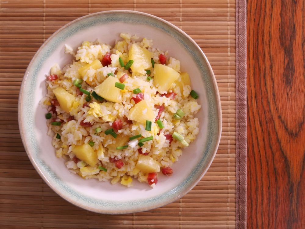 Pineapple fried rice with chinese sausage chinese recipes daydaycook is the hottest new culinary website across asia offering step by step instructions and videos on how to cook chinese food recipes forumfinder Images