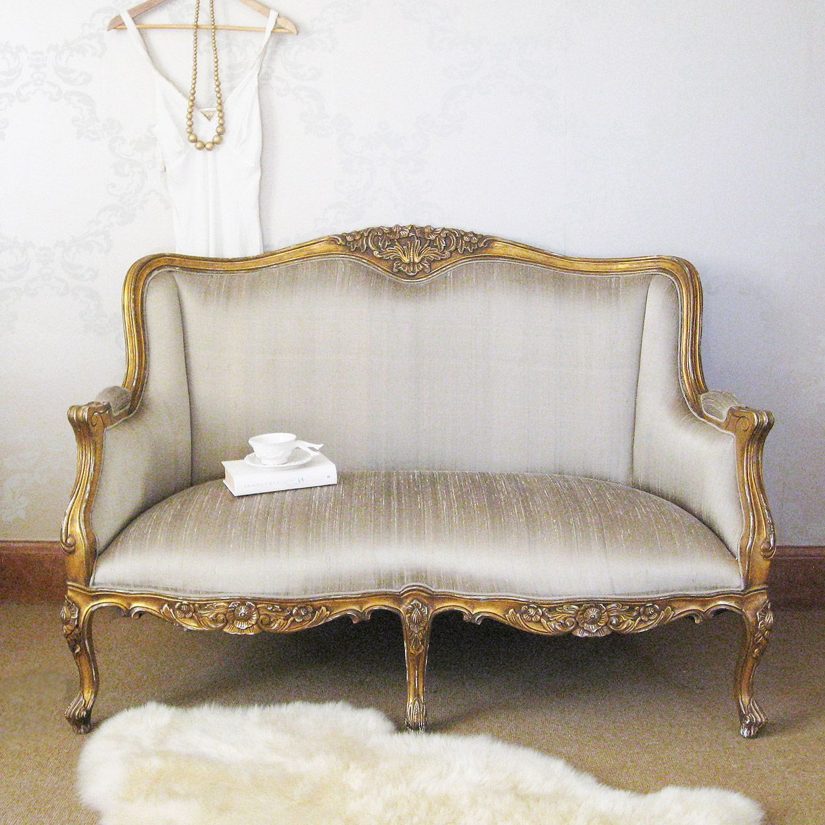 Versailles gold bedroom sofa bedroom sofa versailles for Bedroom loveseat