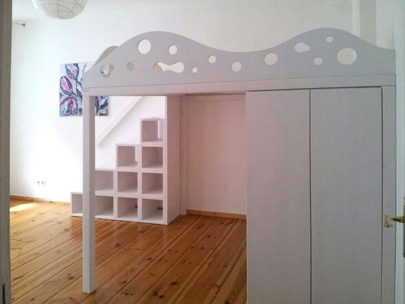 Etagenbett Mit Regal Treppe : Bild hochbett weiß lasiert integrierter schrank regaltreppe